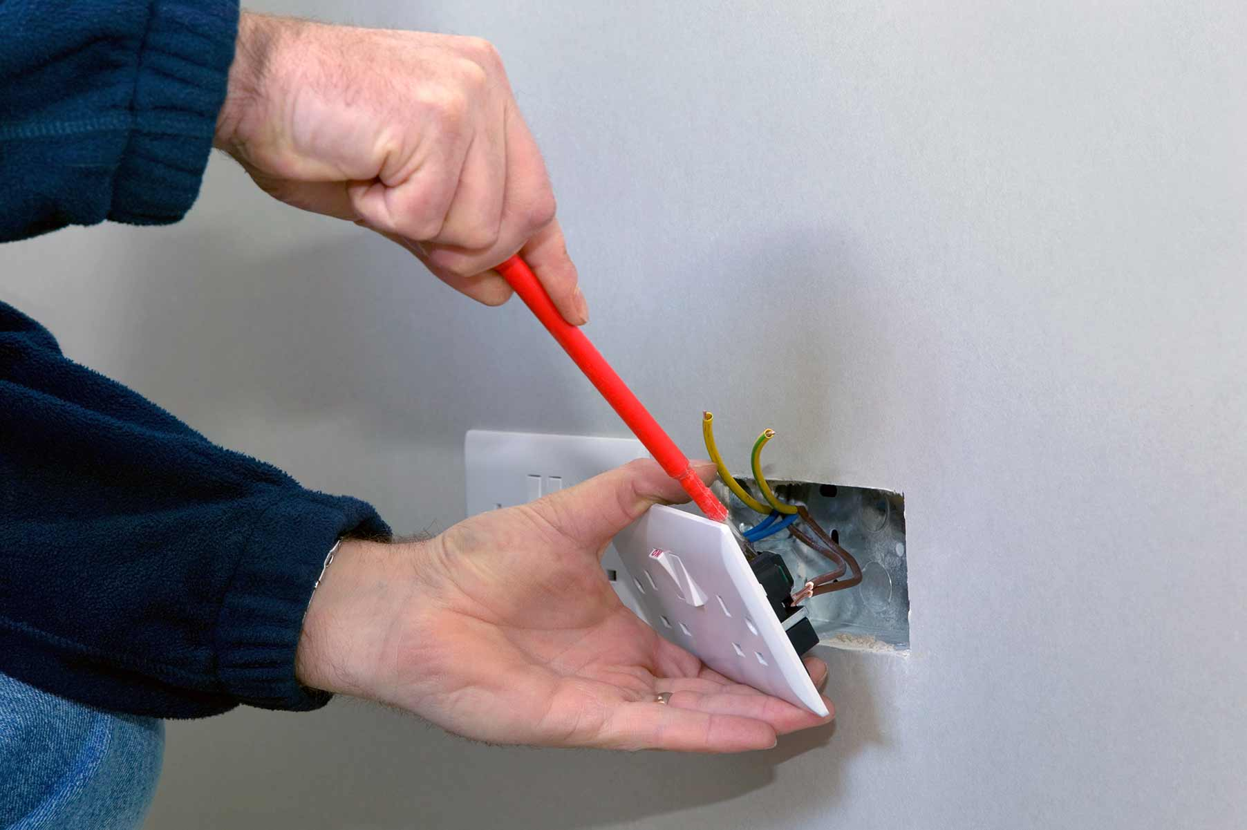 Our electricians can install plug sockets for domestic and commercial proeprties in Somers Town and the local area.